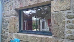 Vue après pose d'une fenêtre SO par la Menuiserie Bouan sur une maison de Plédéliac