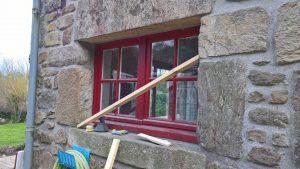 Remplacement d'une fenêtre bois par une fenêtre sur mesure SO extérieur alu intérieur PVC par la Menuiserie Bouan