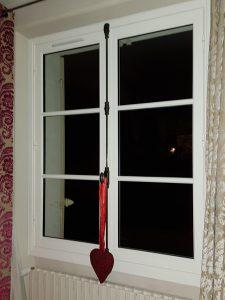 Fenêtre bois à 3 vantaux installée en dépose totale par votre menuisier Solabaie D'Eco Ouest