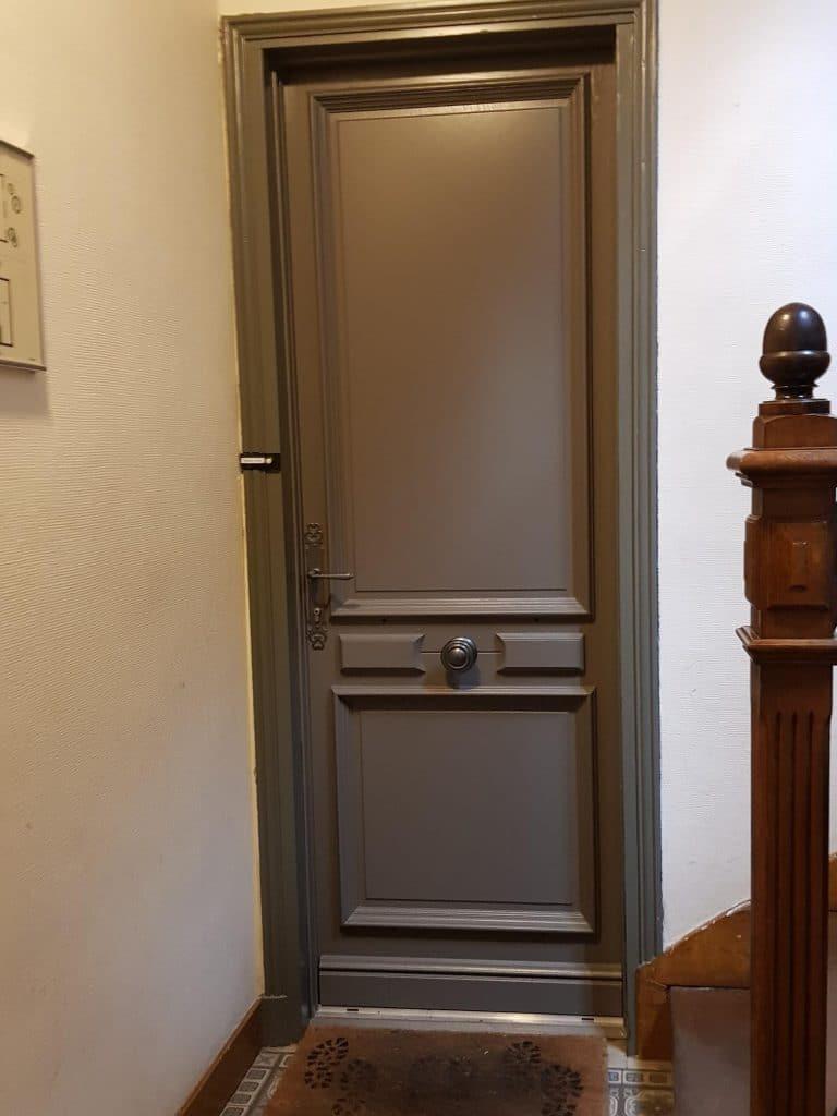 Porte entree bois pleine appartement modele feve deco ouest solabaie solabaie - Porte appartement bois ...