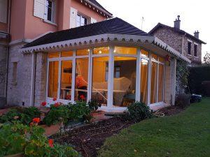 Remplacement de fenêtres bois en dépose totale par D'Eco Ouest, votre installateur de fenêtres, portes, volets et portails Solabaie