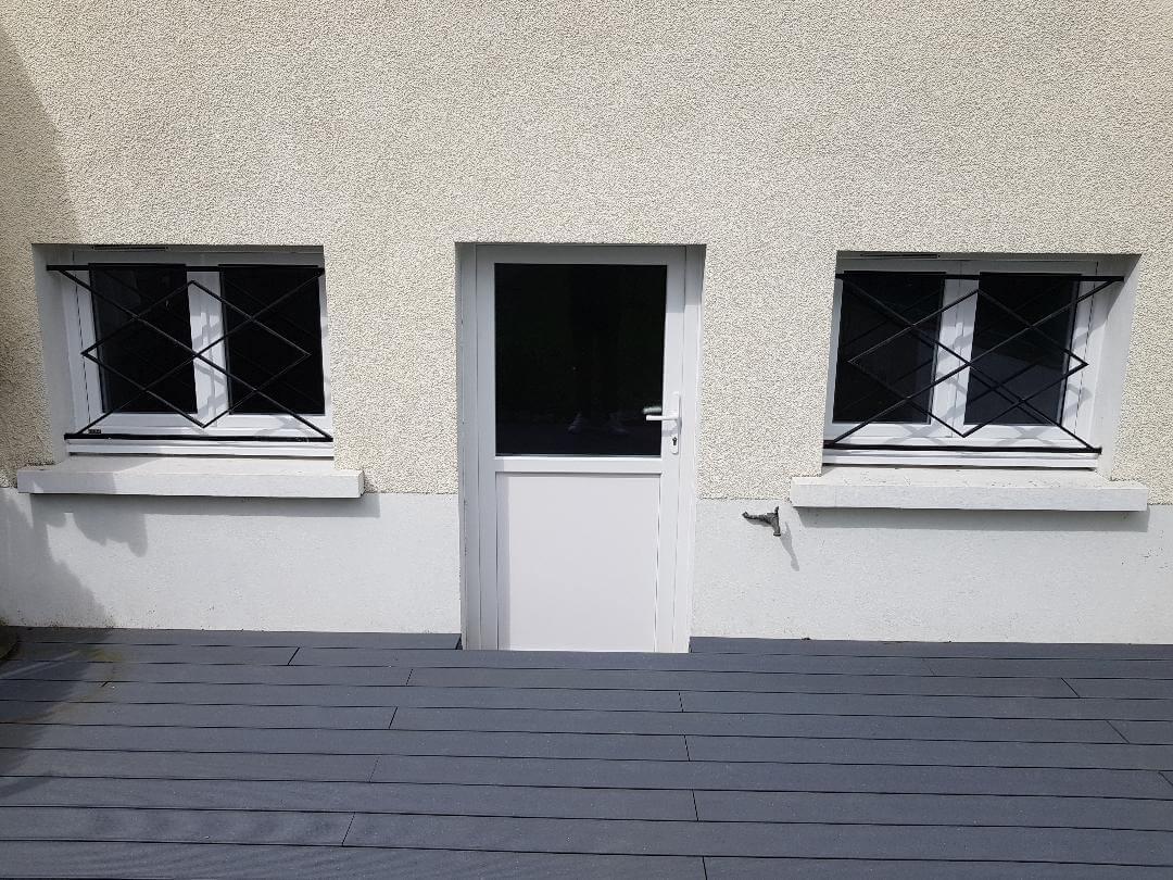 porte de service pvc blanche semi vitree et fenetres pvc. Black Bedroom Furniture Sets. Home Design Ideas