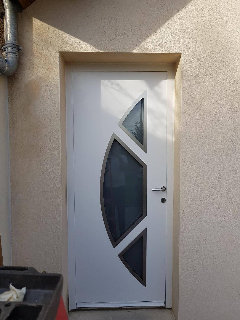 Porte d 39 entr e alu blanche mod le clark solabaie saint ouen l 39 aum ne for Porte aluminium blanche