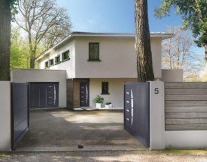 Portail, porte de garage et porte d'entrée à l'esthétique identique