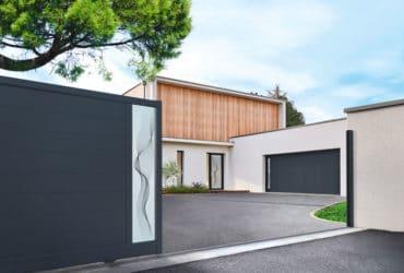 Solabaie, vous accompagnent dans vos projets porte d'entrée, porte de garage et portail sur-mesure et fabriqué en France