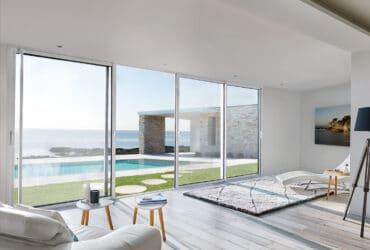 Baie coulissante SO pour un maximum de lumière et de confort pour votre maison. Fabriquée sur mesure et en France. Installée par des professionnels proches de chez vous.